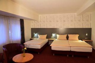 Die Lage des Hotels ist sehr gut, die Zimmer sind sehr sauber und sauber. Alte schwarze Pussy-Bilder